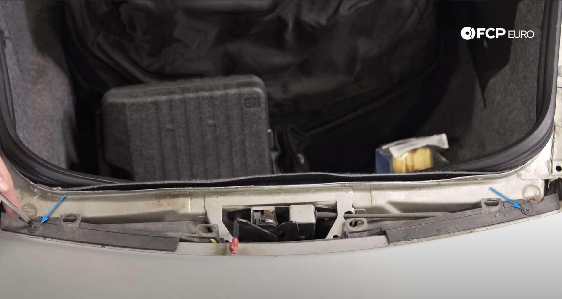 DIY Porsche 996 Radiator Replacement Phillips-head screw locations
