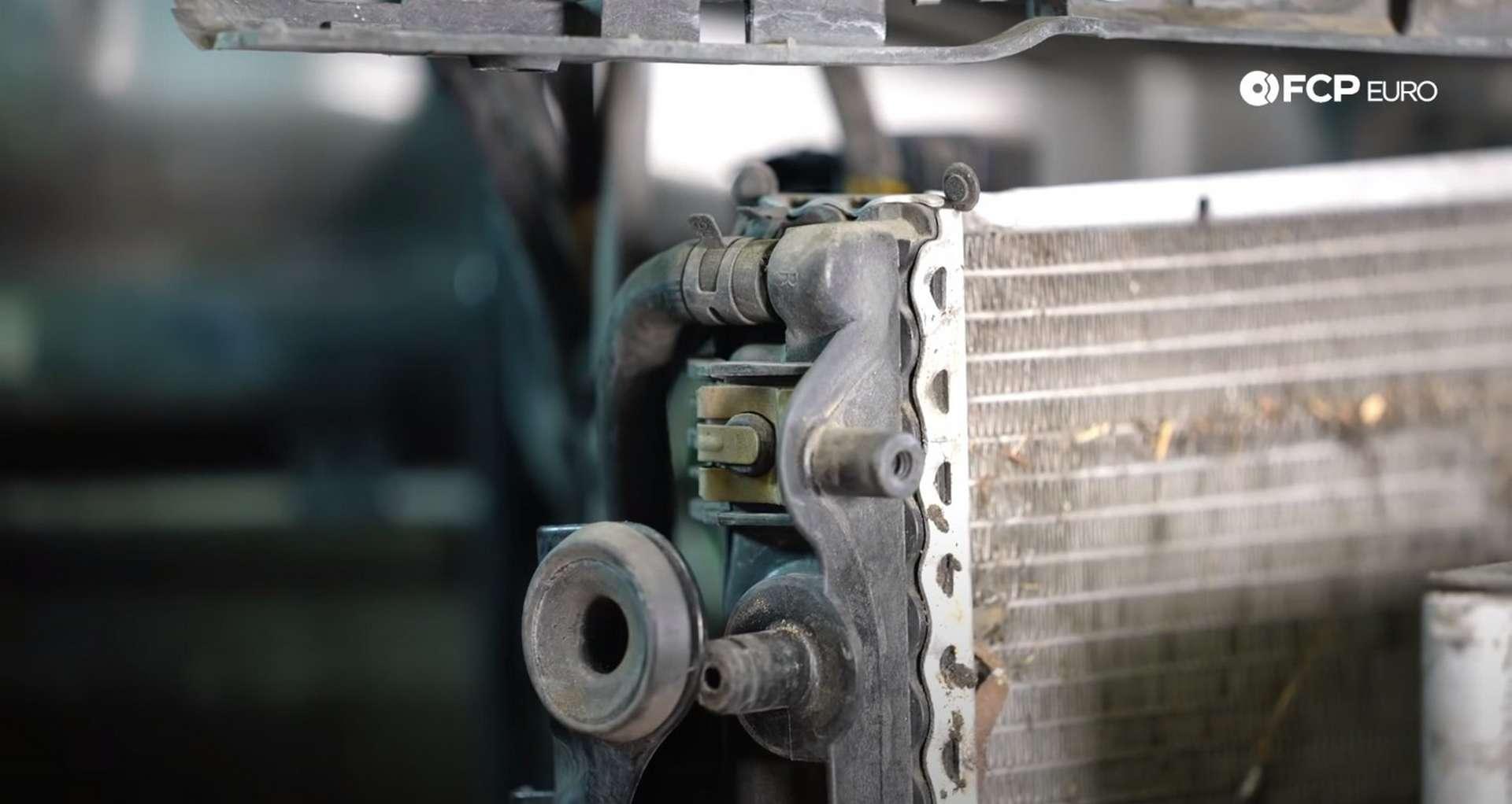 DIY Porsche 996 Radiator Replacement small upper rad hose