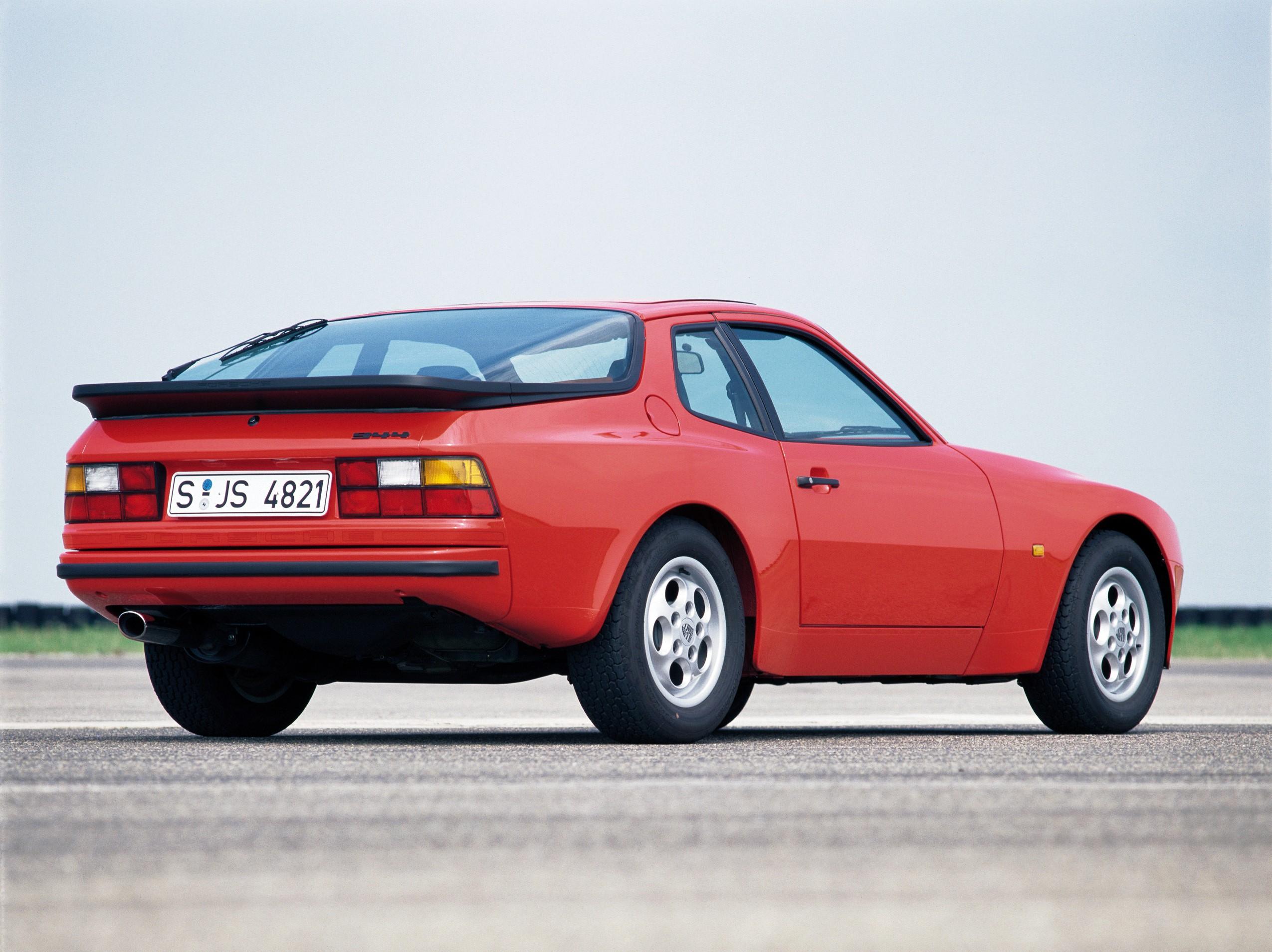 Affordable Vintage Models Porsche 944 front 3-quarter