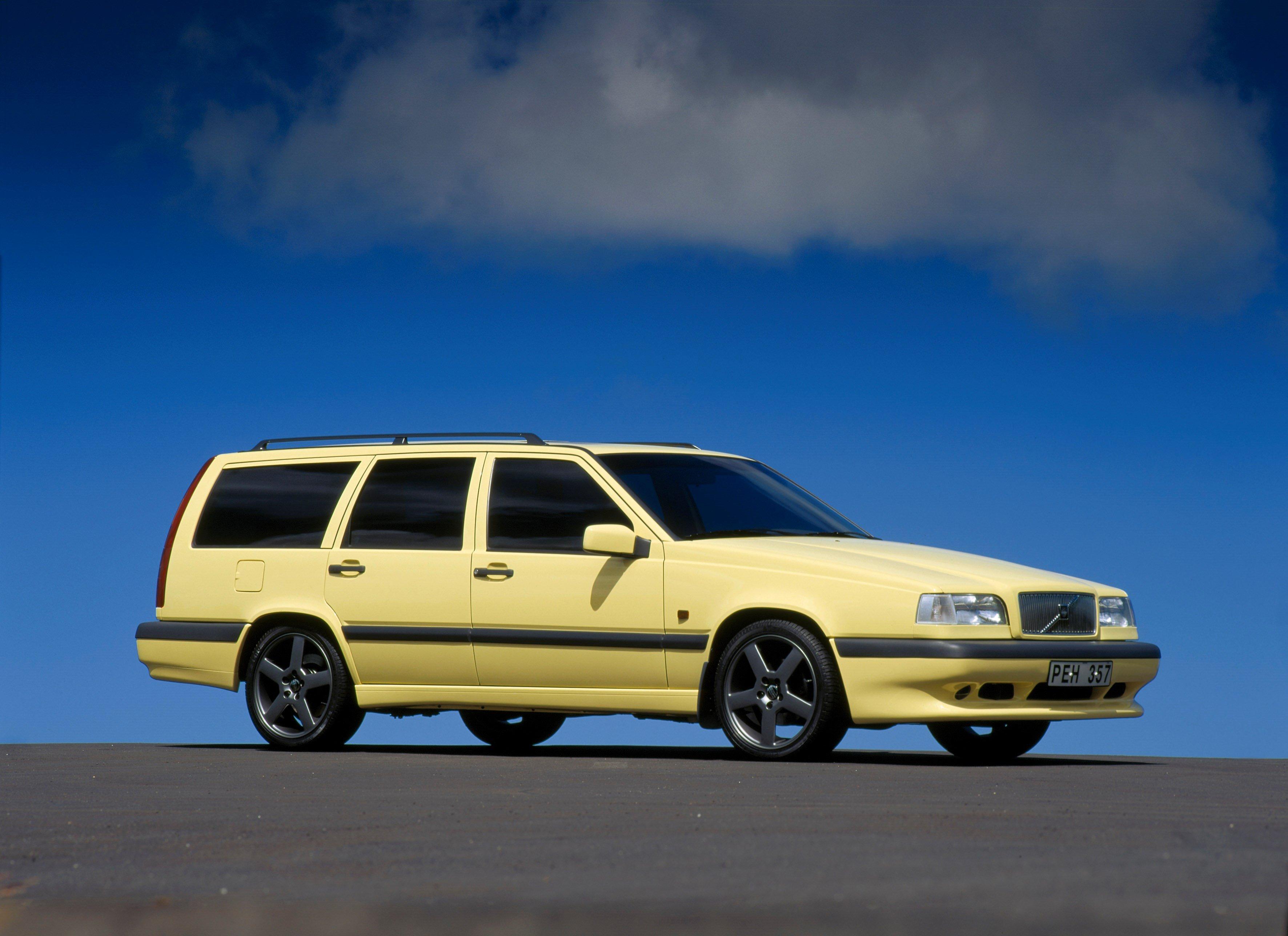 Affordable Vintage Models Volvo 850 Turbo front 3-quarter wagon