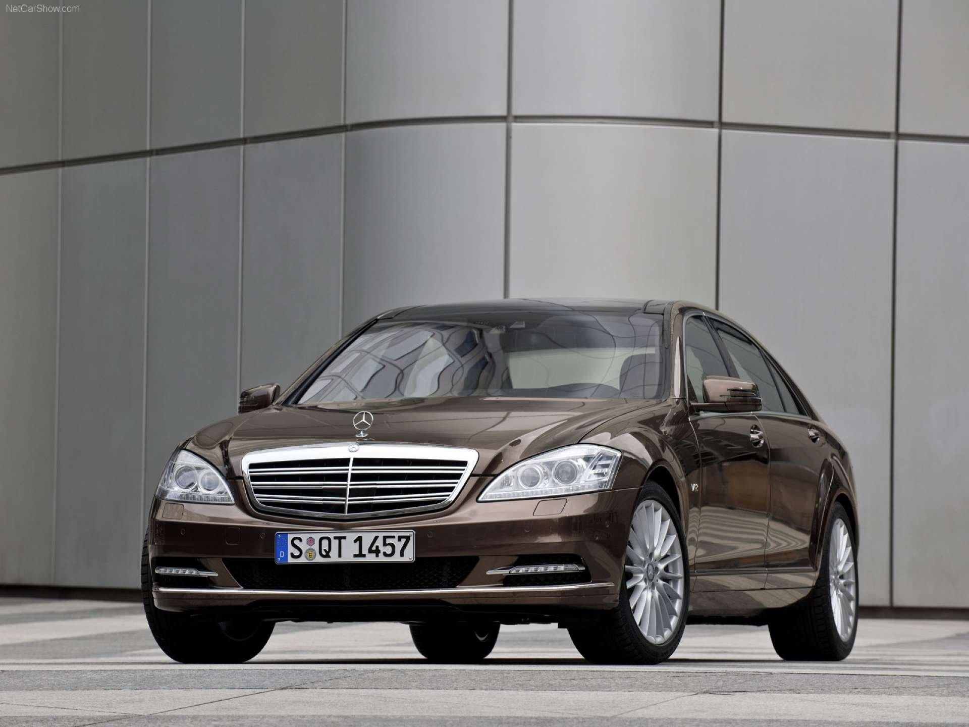 Best RWD Cars under 25K Mercedes-Benz W221 front three-quarter