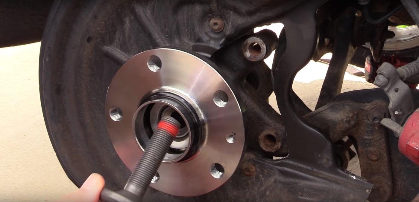 Rear Wheel Hub Bolt Installation