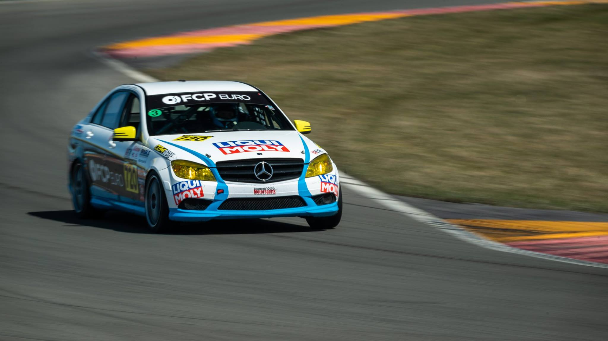 Mercedes-Benz-C300-Race-Car-3