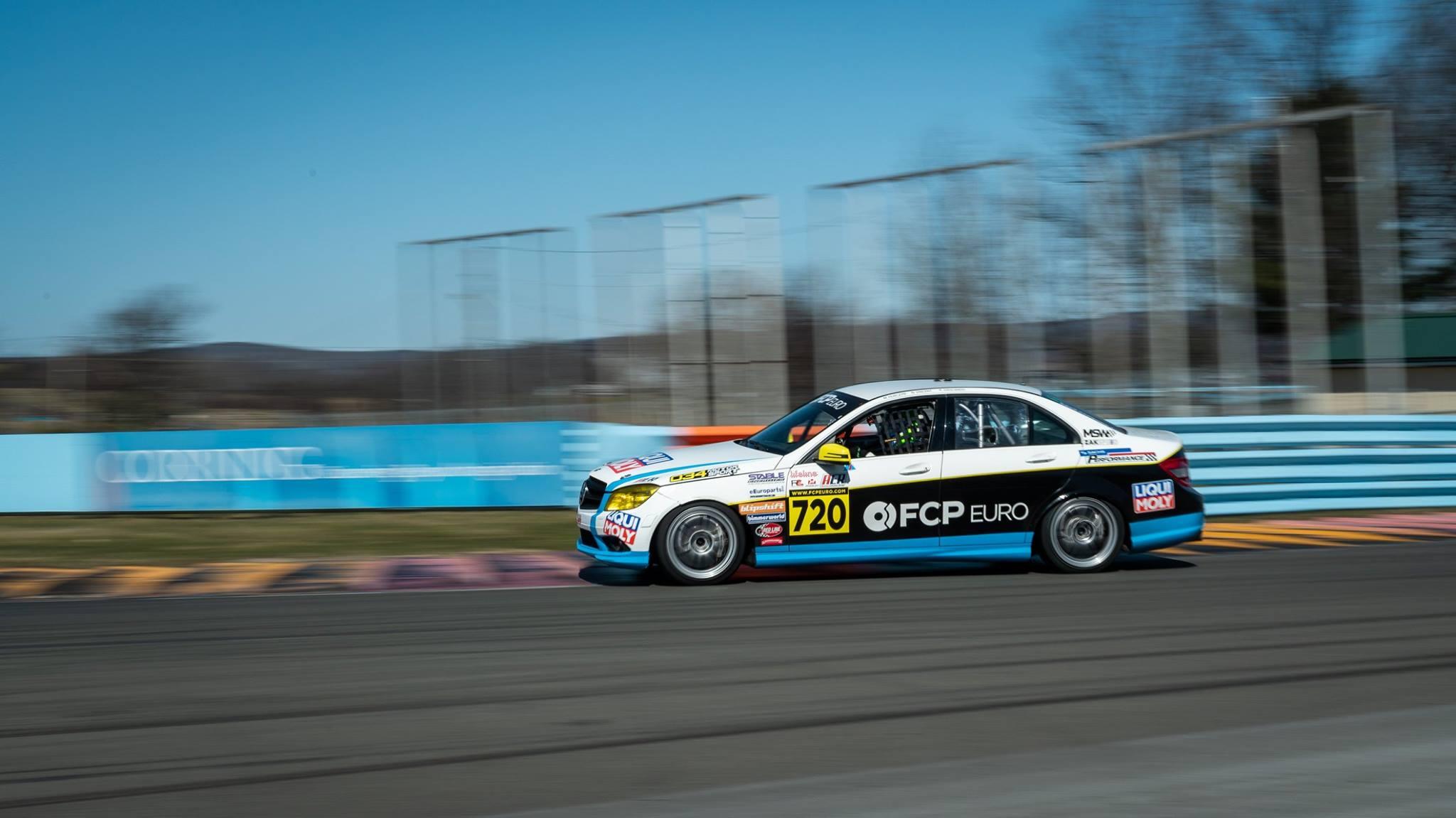 Mercedes-Benz-C300-Race-Car