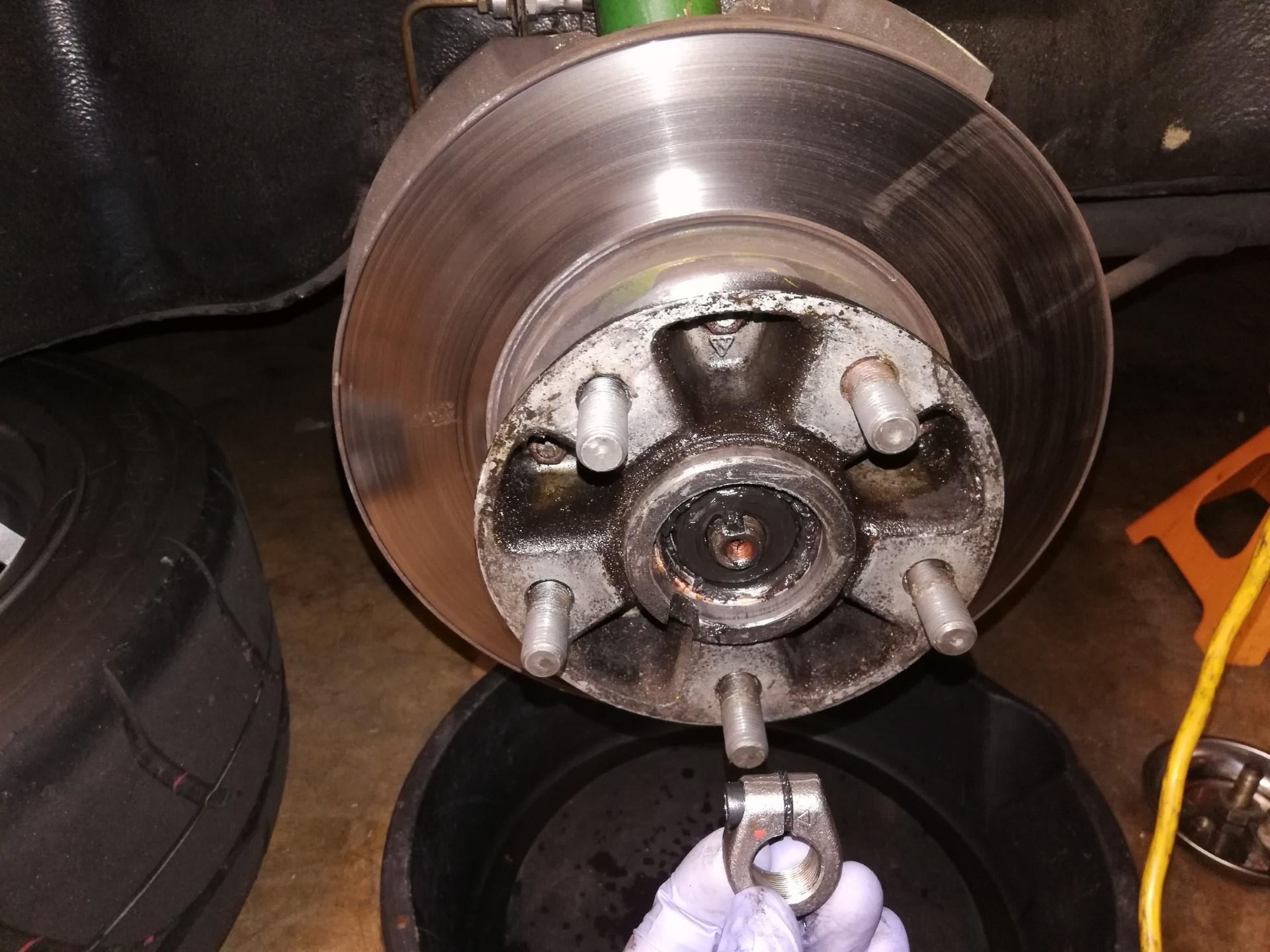 Air-cooled Porsche 911 front wheel hub removal
