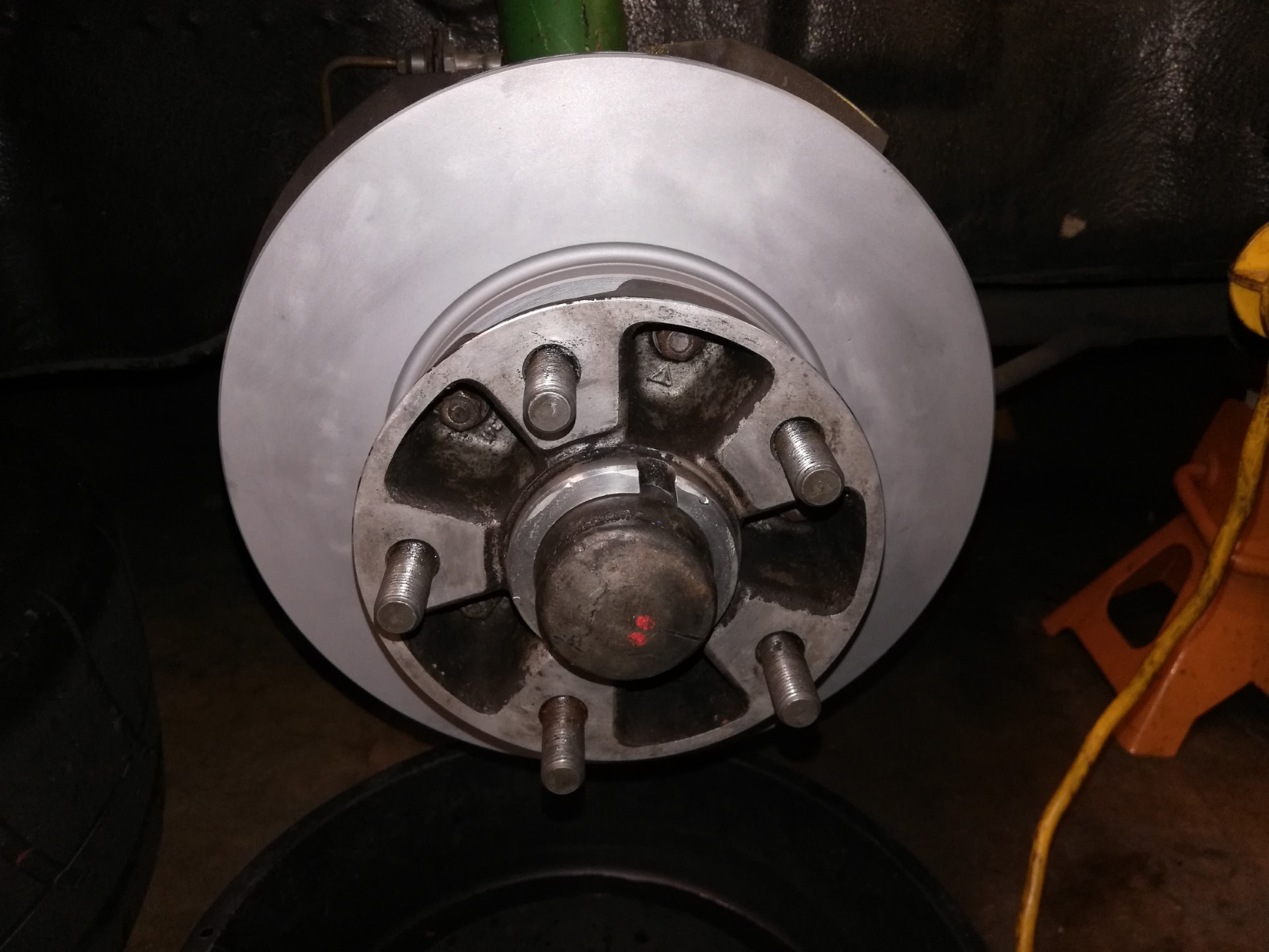 Air-cooled Porsche 911 front brake rotor replacement