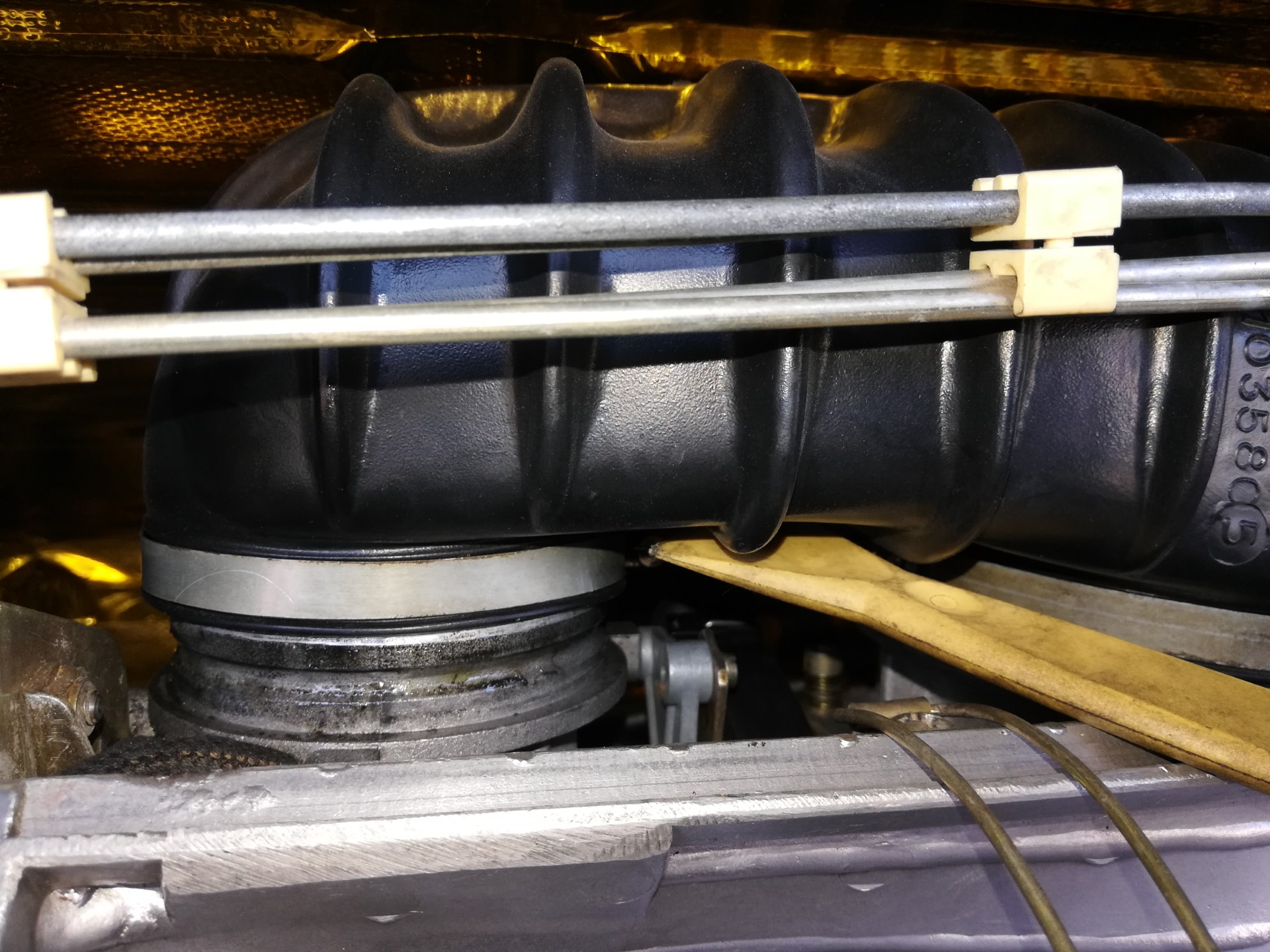 Air-cooled Porsche 911 CIS intake boot removal