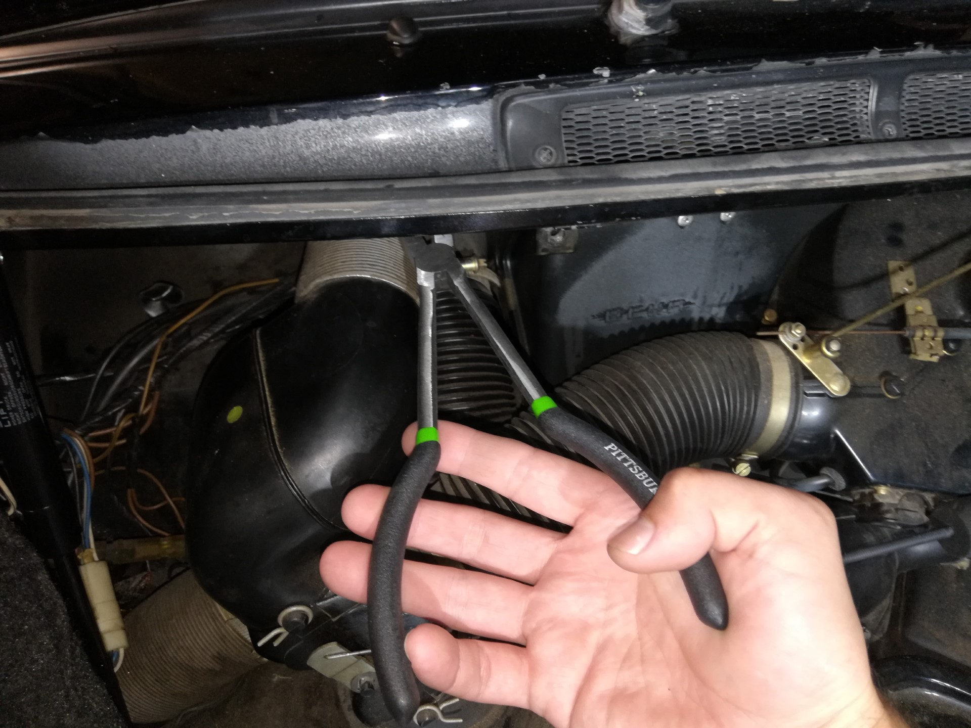 Air-cooled Porsche 911 right windshield washer nozzle removal