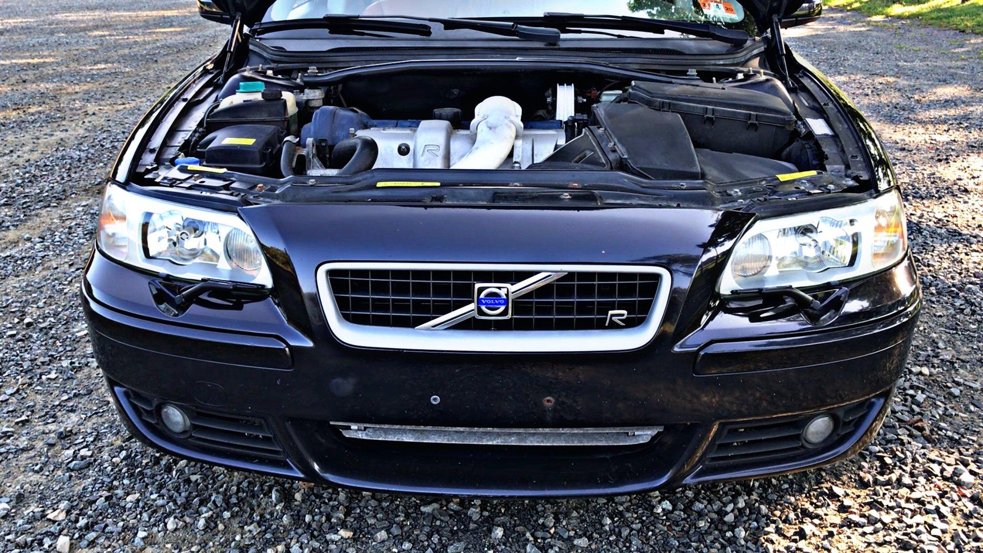 Volvo V70R Front End Engine Bay