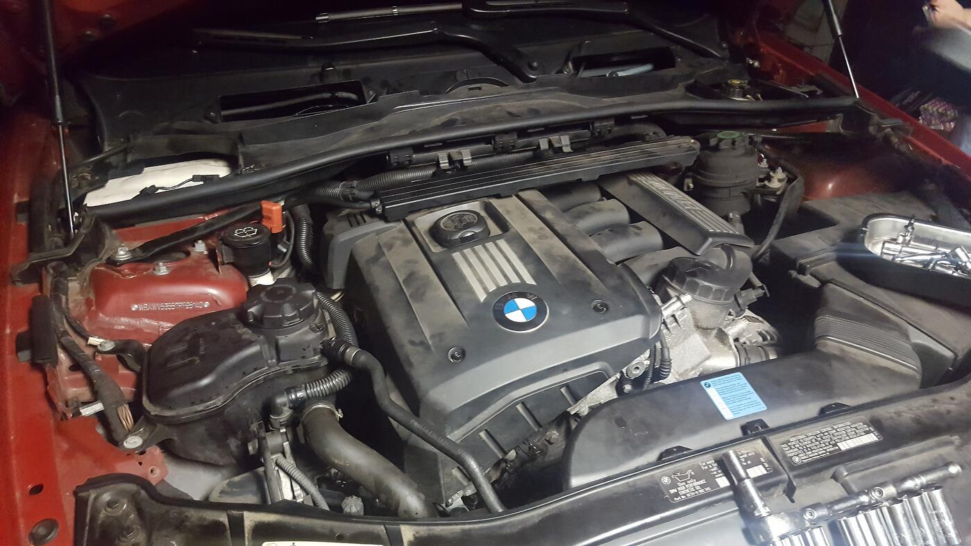 bmw-e90-engine-bay