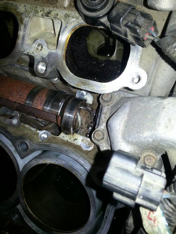 Volvo-s80-V8-engine-head-valve