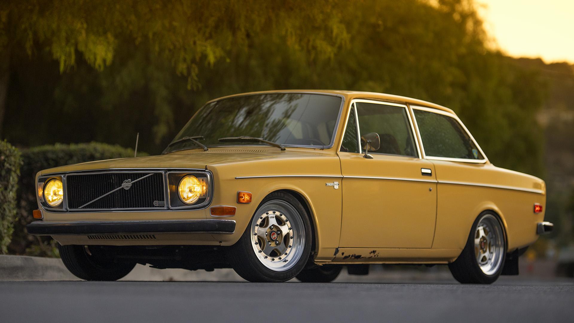 Mellow Yellow Fellow - 1972 Volvo 142S